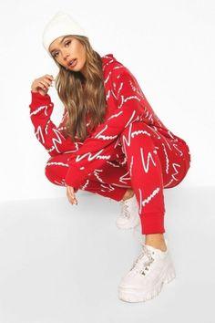Womens femme toutes les cours de l'impression de survêtement à capuche - rouge - Hip Hop Fashion, Pop Fashion, Fashion Outfits, Casual Street Style, Red Tracksuit, Sport Nike, Mannequin, Boohoo, Christmas Sweaters