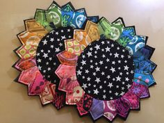 """dresden color wheel mug rugs tutorial. TC - for me , like """"hand stitching look"""" double stitching look"""