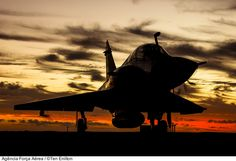 """F-2000 Mirage, da Força Aérea Brasileira, na CRUZEX 2013 (Silhueta) """"sunset"""" do último dia da CRUZEX FLIGHT 2013, em Natal-RN e última missão do Mirage F-2000 na Força Aérea Brasileira."""