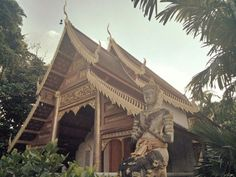 Chiang Mai, thousand temples  Shopping more superb temples, and even on rare occasions like today one who feels proud to meet people who read this blog  http://botitasenasia.blogspot.com/2017/11/chiang-mai-templos-mil.html