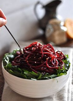 Red Beet-Pasta for slimming: These are the new Zoodles - Food Trends 2019 - Raw Food Recipes, Vegetable Recipes, Vegetarian Recipes, Healthy Recipes, Weigt Watchers, Law Carb, Spiralizer Recipes, Vegetable Spiralizer, Eating Clean