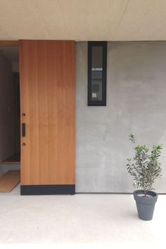 68 Ideas For Design Home Exterior Entrance Japanese Home Decor, Japanese House, Door Design, House Design, Yellow Houses, House Landscape, Japanese Architecture, House Entrance, Minimalist Home
