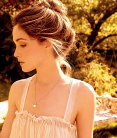 Rose Byrne: I love her!! She always looks amazing in everything she wears, love her hair in this pic ;)