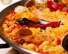 Paëlla au poulet, chorizo et fruits de mer facile http://www.cuisineaz.com/recettes/paella-au-poulet-chorizo-et-fruits-de-mer-facile-71801.aspx