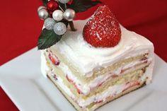 Генуэзский торт – сказочный десерт из Италии. Бисквит, взбитые сливки и свежие фрукты – торт получается легкий и очень вкусный. Идеально подойдет для Дня Святого Валентина: и для романтического ужина, и для вечеринки с друзьями.