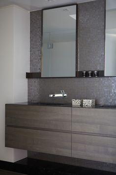 Beautiful Sydney bathroom by Hare & Klein http://hareklein.com.au/blog/blog/an-elegant-backdrop