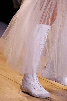 Les bottes blanches au défilé Dior printemps-été 2017