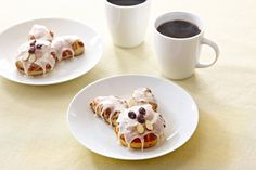 Turn store-bought cinnamon rolls into an adorable Easter morning treat. Bake up two 12.4-oz. packages of Pillsbury® Cinnamon Rolls (DON'T use the flaky version). Then, create bunny eyes, noses and teeth with raisins and sliced almonds on the first batch of rolls. Cut the second batch of rolls in half, and arrange on top of bunny faces to create ears.