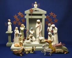 Willow Tree Nativity Set 17 Pieces by Susan Lordi New In Box Small Christmas Trees, Christmas Nativity, Christmas Tree Ornaments, Christmas Time, Christmas Crafts, Tree Centerpieces, Xmas Tree Decorations, Willow Tree Nativity Set, Nativity Sets