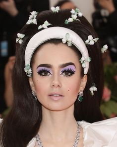 Luxurious With a Gala occasion The very Better of Pores and skin, Hair, and Make-up on the Pink Carpet Superb Lily Collins on the Gala. 1960s Makeup, Retro Makeup, Cute Makeup, Hair Makeup, Twiggy Makeup, Mod Makeup, 70s Makeup Look, Disco Makeup, Awesome Makeup