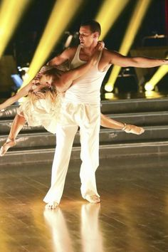 Dancing with the Stars Season 16, Week 1: Kym Johnson and Ingo Rademacher #Australia #celebrities #KymJohnson Australian celebrity Kym Johnson loves http://www.kangadiscounts.com