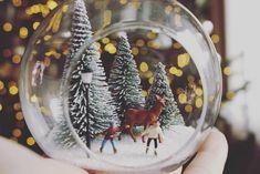 """45 kedvelés, 4 hozzászólás – Brigitte (@brigitte.blog) Instagram-hozzászólása: """"Áldott, Békés Karácsonyi Ünnepeket kívánok Mindannyiótoknak! ✨🎄😌…"""" Snow Globes, Instagram Posts, Blog, Design, Home Decor, Decoration Home, Room Decor, Blogging"""
