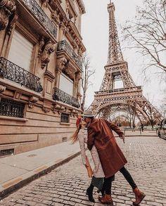 Pin by must go travel on paris, france in 2019 parijs, eiffeltoren, foto&ap Paris Travel, France Travel, Travel Europe, Couple Fotos, Paris Couple, Couples In Paris, Hotel Des Invalides, Hello France, Paris Mode