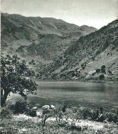 ΛΙΜΝΗ ΚΟΥΡΝΑ Old Photos, Vintage Photos, Crete Island, Simple Photo, Old Maps, Claude, Greece, The Past, Mountains