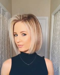 Short Bob Hairstyles Ideas in 2019 - Bob Haircuts Dark Bob with Copper and Golden Blonde Highlights Balayage hair color really pops when you opt for warm-toned copper and gold highlights. These shades bring richness to the curly brown bob. Medium Hair Styles, Short Hair Styles, How To Style Short Hair, Medium Fine Hair, Plait Styles, Style A Bob, Latest Short Hairstyles, Layered Hairstyles, Neck Length Hairstyles
