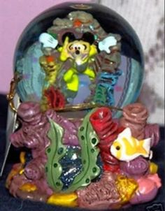 Disney Mickey Mouse Scubadiving Snowglobe