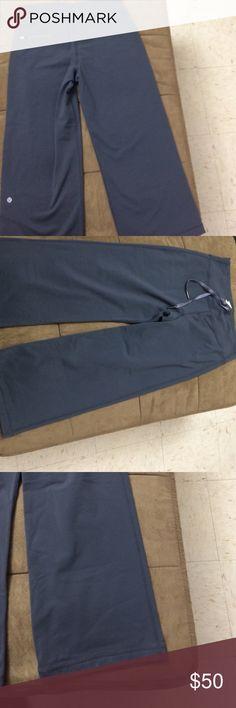 Lulu crops Used twice lulu pants good condition lululemon athletica Pants Ankle & Cropped