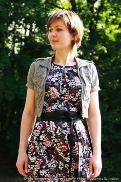Olivia en robe à fleurs Bonobo Sarreguemines, ceinture obi C&A, veste courte Jennyfer