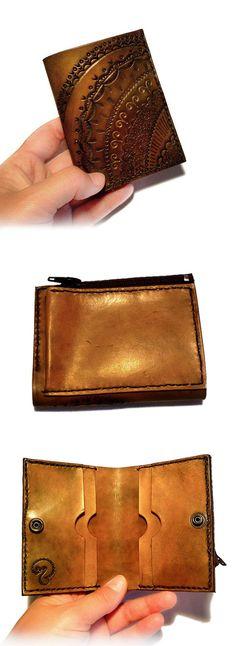 Cartera de cuero hecha a mano, de tamaño pequeño. Bespoke handcrafted leather wallet. #leather #cuero #leatherwork #leathercraft #bespoke #handmade #hechoamano #craft #artesania #cartera #billetera #wallet #lace #zentangle