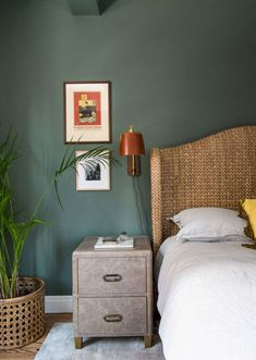 Searching For Home Decorating Tips? Check Out These Tips! Whether you rent an apartment or own your home, few things are more exciting and inspirational than a perfectly executed interior decorating project. Best Paint Colors, Bedroom Paint Colors, Home Decor Bedroom, Bedroom Wall, Bedroom Furniture, Master Bedroom, Bedroom Decorating Tips, Bedroom Carpet, Teen Bedroom
