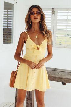 Run From This Trikot Sonnengelb – Dekor – Kombinieren – Mode Sundress Outfit, Yellow Sundress, Yellow Dress Summer, Yellow Dress Casual, Yellow Dress Outfits, Yellow Dress Accessories, Skirt Outfits, Cute Dresses, Casual Dresses