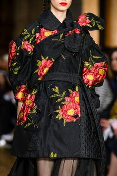 Simone Rocha, Spring 2017 - These London Runway Details Are Too Pretty for Words - Photos