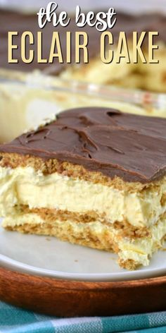 Easy No Bake Chocolate Eclair Cake Recipe This Eclair Cake recipe is an old fashioned icebox cake with layers of graham crackers, pudding, and chocolate frosting. An easy no bake dessert recipe! No Bake Eclair Cake, Eclair Cake Recipes, No Bake Cake, Easy Eclair Recipe, Mini Desserts, Easy No Bake Desserts, Simple Dessert Recipes, Layered Pudding Desserts, Pastries