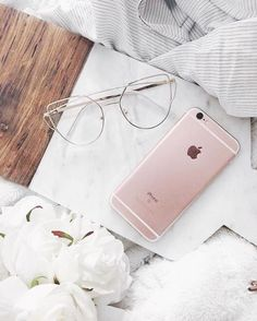 Add mod frames Thamesville to your busy boss lady OOTD. Round Lens Sunglasses, Cute Sunglasses, Sunglasses Women, Vintage Sunglasses, Glasses Frames, Womens Fashion Online, Latest Fashion For Women, Cat Eye Colors, Shopping