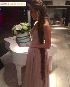 Super Long Hair, Bridesmaid Dresses, Wedding Dresses, Instagram, Fashion, Bridesmade Dresses, Bride Dresses, Moda, Bridal Gowns