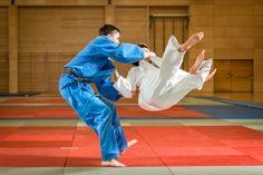 Il tatami è un oggetto fondamentale nelle arti marziali. Ed ecco che ideologicamente si potrebbe accostare all'idea progettuale del tappeto-tatami.