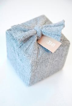 DIY wool gift wrap shared by CupBabes on We Heart It Diy Wrapping Paper, Wrapping Ideas, Craft Gifts, Diy Gifts, Cute Gifts, Best Gifts, Present Wrapping, Christmas Gift Wrapping, Unusual Gifts