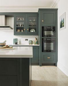 Kitchen Marble Top, Beech Kitchen, Shaker Kitchen Cabinets, Dark Green Kitchen, Funky Kitchen, Beautiful Kitchen Designs, New Kitchen Designs, Design Kitchen, Tom Howley Kitchens