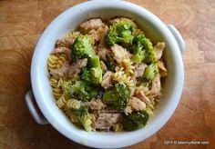 Paste cu pui si broccoli cu smantana si lamaie | Savori Urbane Pasta Carbonara, Jamie Oliver, Turmeric, Sprouts, Broccoli, Spaghetti, Good Food, Vegetables, Paste