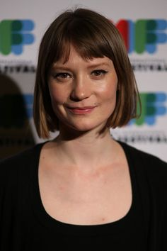 """Mia Wasikowska Photos - Actress and Director Mia Wasikowska poses as she arrives at the world premiere of """"The Turning"""" at Greater Union Cinemas on August 2013 in Melbourne, Australia. - """"The Turning"""" World Premiere - Arrivals Short Hair With Bangs, Hairstyles With Bangs, Hair Inspo, Hair Inspiration, Crimson Hair, Lady Lovely Locks, Mia Wasikowska, Short Bob Haircuts, Cut My Hair"""