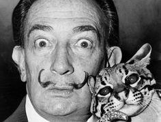 A breve aprirà una bellissima mostra su Salvador Dalì a Palazzo Blu e io vi voglio raccontare un po' di questo personaggio.