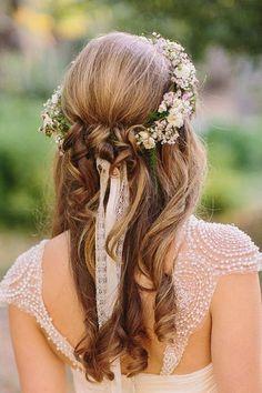 Pretty curled down wedding do with a flower crown l Wedding Magazine