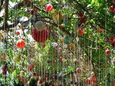 guirnaldas de cristales para decorar jardines