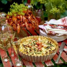 Kalaspaj med kräftor & kantareller Swedish Cuisine, Crawfish Party, Swedish Recipes, Fish And Seafood, Food And Drink, Dinner Recipes, Cooking, Breakfast, Health