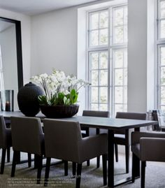 Modern classy dining table with statement making bouquet decor Kitchen Interior, Home Interior Design, Interior Decorating, Decorating Ideas, Decor Ideas, Dining Room Design, Dining Room Table, Asian Decor, Home And Living