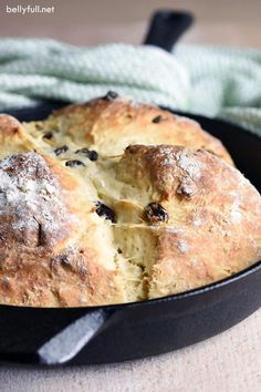 This Irish Soda Bread recipe could not be easier or more delicious. No-knead, no rising, no waiting. Amazing warm from the oven on its own or with a slab of butter! Very easy and delicious! Bread Recipes, Baking Recipes, Baking Hacks, Irish Soda Bread Recipe, Irish Bread, St Patricks Day Food, Muffin Bread, Beer Bread, No Knead Bread