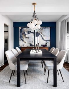 contemporary dining room design, modern dining room design with white walls, modern dining room table, modern dining room chairs and modern chandelier, neutral dining room decor Black And White Dining Room, Dining Room Blue, Dining Room Wall Decor, Dining Room Design, Decor Room, Design Bedroom, Dining Room Picture Wall, Black Dinning Table, Navy Blue Dining Chairs