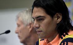 Mais um desfalque de peso na Copa do Mundo: Colômbia anuncia lista final de convocados e confirma corte de Falcao Garcia, por conta de uma lesão. http://esportes.terra.com.br/futebol/copa-2014/falcao-nao-se-recupera-e-desfalca-colombia-na-copa,63bc87bd5ae56410VgnVCM3000009af154d0RCRD.html