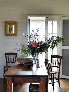 Dining table centerpiece ideas - Trend Home Dekor The Kinfolk Table, Cottage Dining Rooms, French Country Dining Room, Dining Room Inspiration, Dining Room Design, Decoration, Cool Ideas, House Design, House Styles