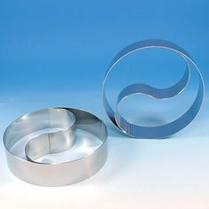 The stainless steel S curve is removable from the ring, allowing for assembly of Blue Train, Sponge Cake, Boy Birthday Parties, Cupcake Cakes, Cupcakes, Yin Yang, Mousse, Stainless Steel, Tableware