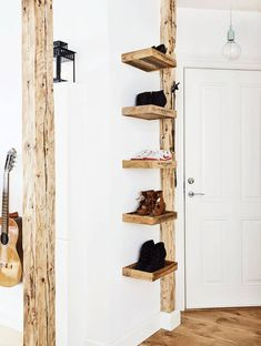DIY Shelving from recycled wood ~ Inspiration photo Small Wooden Tray, Wooden Diy, Wooden Trays, Diy Wood, Pallet Furniture Shoe Rack, Rue Verte, Ikea, Shoe Shelves, Wardrobe Closet