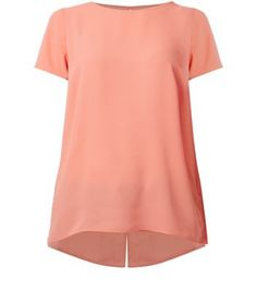 "Compliment a pair of dark ripped jeans with this coral split back t-shirt - add nude heels to finish.- Split back hem- Rounded neckline- Simple short sleeves- Keyhole back- Casual fit- Woven fabric- Model is 5'8""/176cm and wears UK 10/EU 38/US 6"