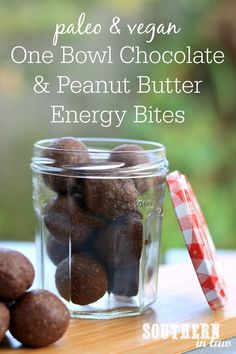 Recipe: One Bowl Chocolate Peanut Butter Energy Bites (No Food Processor Needed! Baking Soda Beauty Uses, Baking Soda Uses, Chocolate Peanuts, Chocolate Peanut Butter, Baking Soda Drain Cleaner, Peanut Butter Energy Bites, Bliss Balls, Eating Raw, Clean Eating Recipes