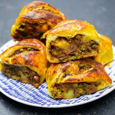 Kitchen Gourmet, Mob Kitchen, Sausage Rolls, Appetisers, Vegetable Dishes, Indian Food Recipes, Indian Vegetarian Recipes, Vegetable Recipes, Yummy Food