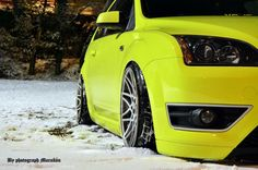 Yellow Ford Focus ST mk2 with big rims - Winter