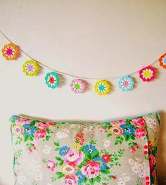 MES FAVORIS TRICOT-CROCHET: Modèle gratuit : Une guirlande de fleurs au crochet